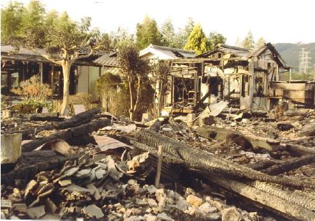 火災にて本堂と隣接する建物が全焼。